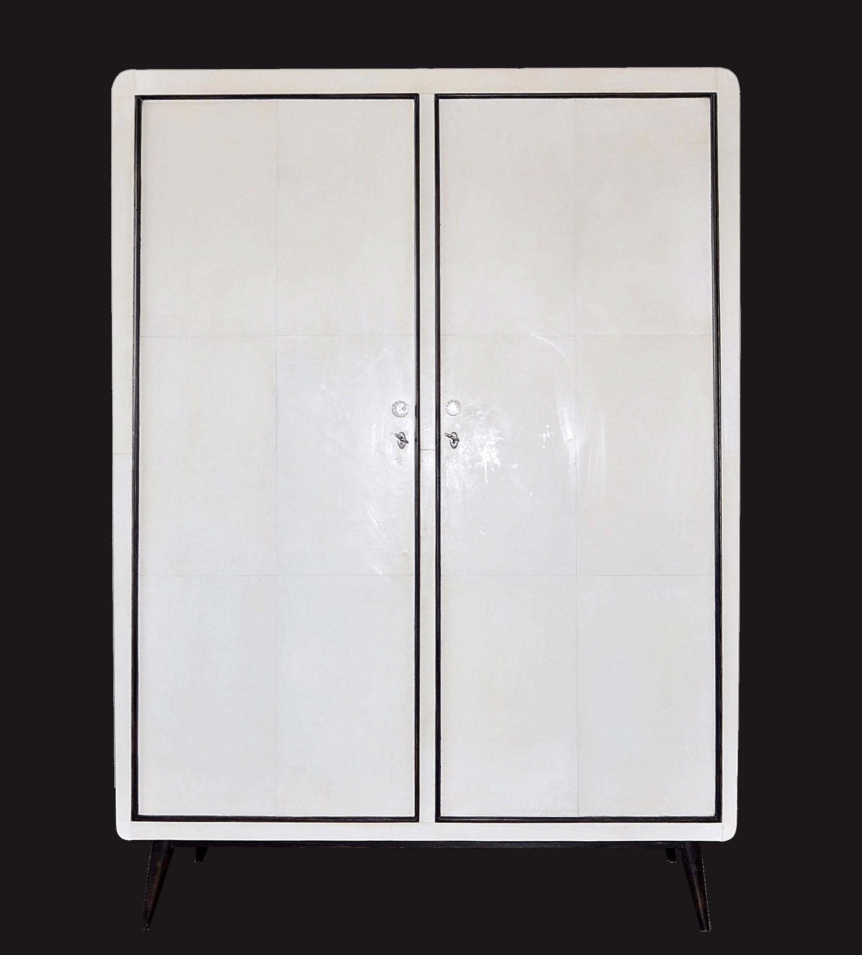 Armadio a due ante rivestito in pergamena